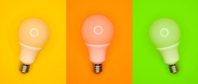3 Λάμπες LED σε τρίχρωμο background